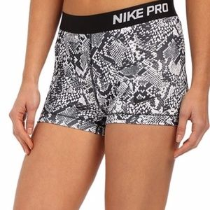 🐍 NIKE PRO Black & White Snakeskin Shorts 🐍